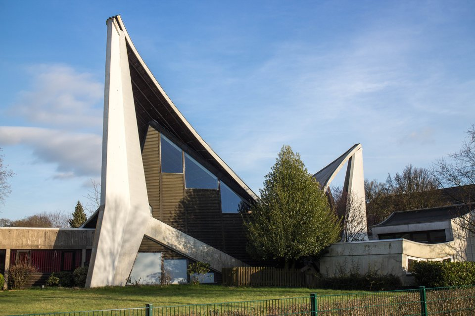 Ein Foto des Gebäudes der Dietrich Bonhoeffer Gemeinde Huchting - Entworfen von Architekt Carsten Schröck