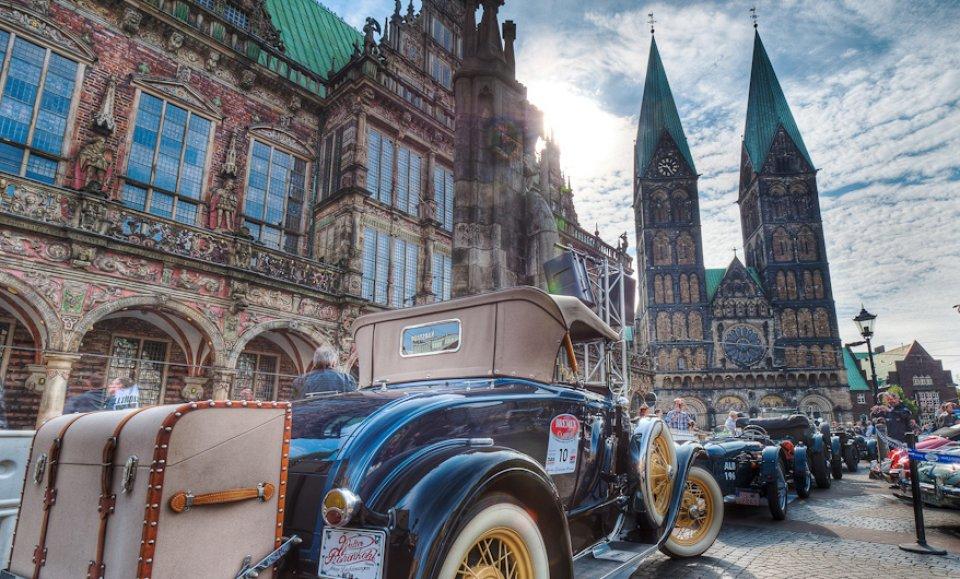 Oldtimer vor dem Bremer Rathaus