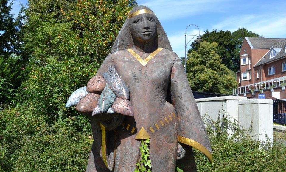 Die Statue der Gräfin Emma.