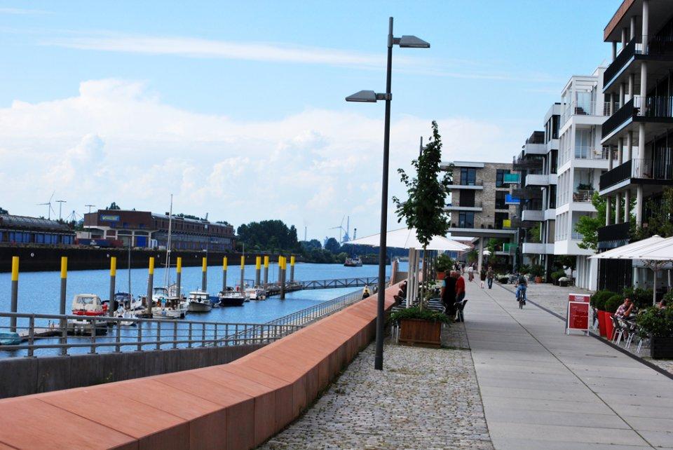 Moderne Architektur am Europahafen