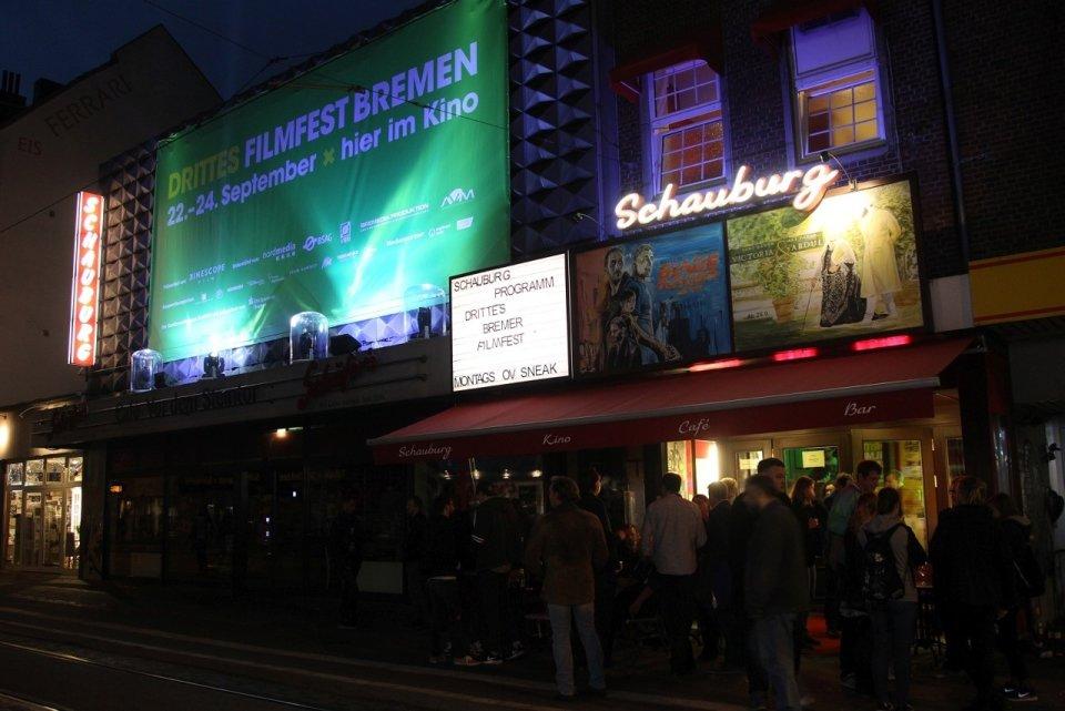 Die Schauburg von außen, während des 3. Filmfestes 2017.