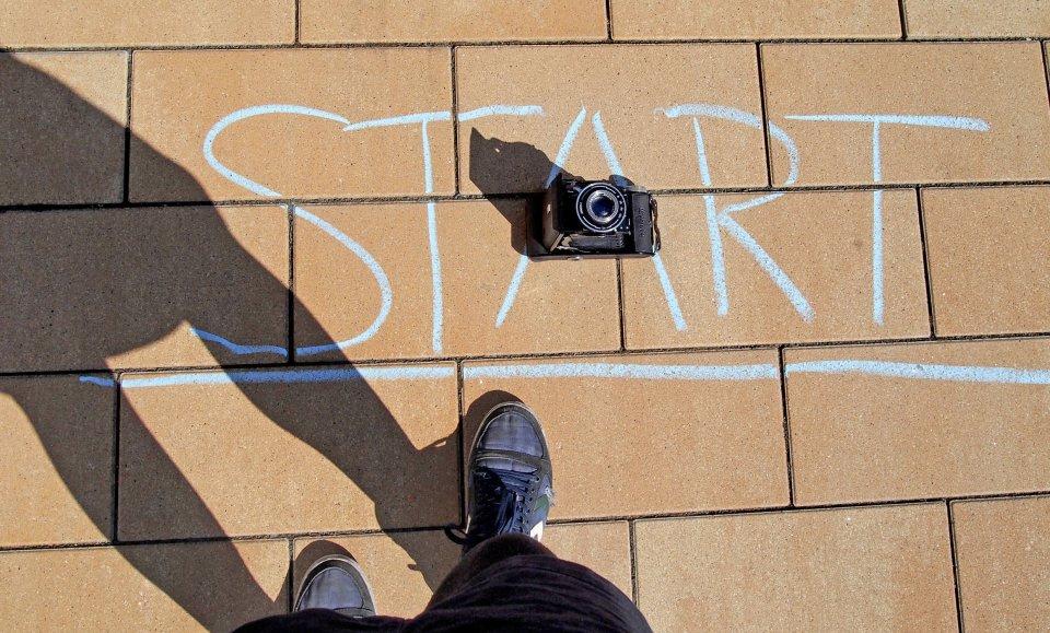 Die Startlinie des Fotomarathons Bremen mit einer Kamera