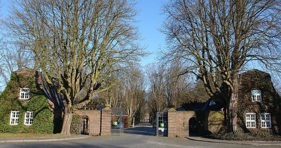 Der Haupteingang des Osterholzer Friedhofs