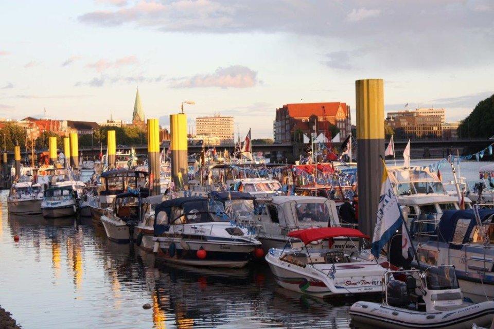 Sportbootanleger auf der Weser