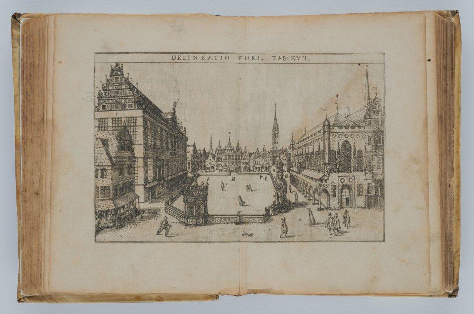 Ein Bild vom Marktplatz in einem sehr alten und vergilbtem, aufgeschlagenem Buch