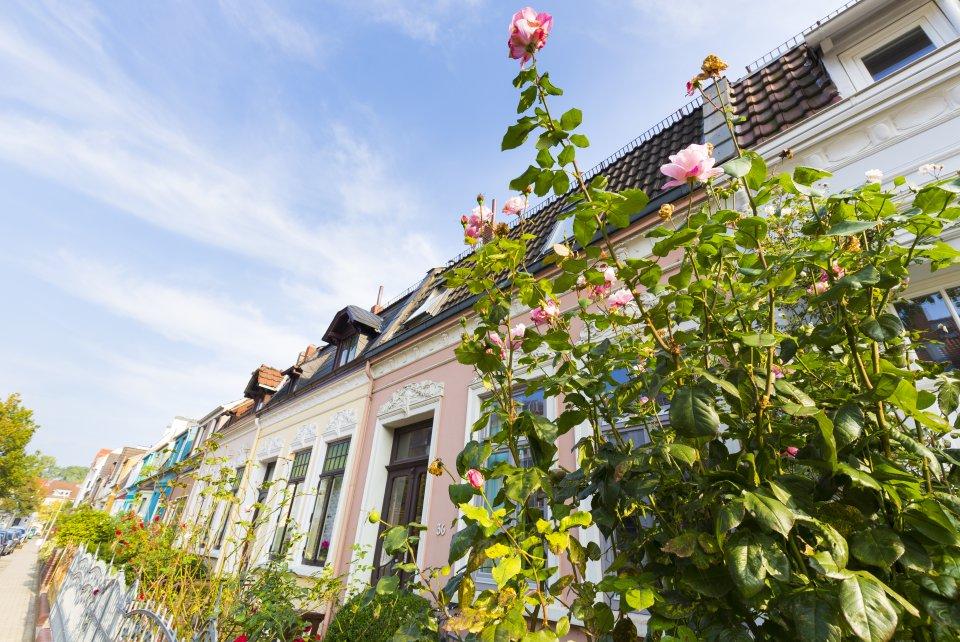 Ein Straßenzug mit typischen altbremer Häusern in der Neustadt