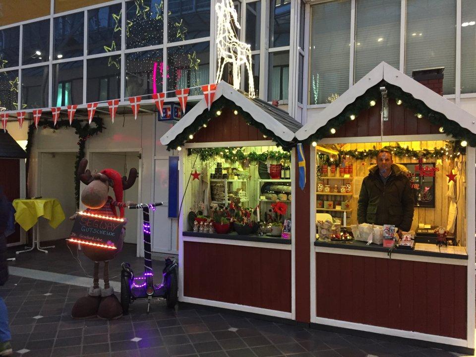 Ein Weihnachtsmarktstand in der Lloydpassage