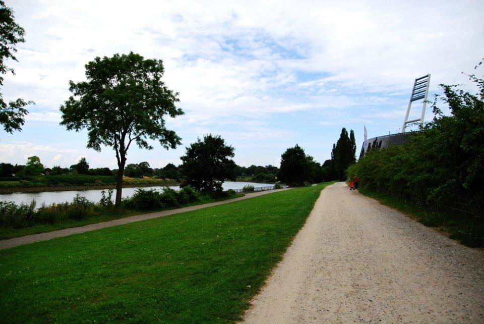 Rad- und Fußweg entlang der Weser
