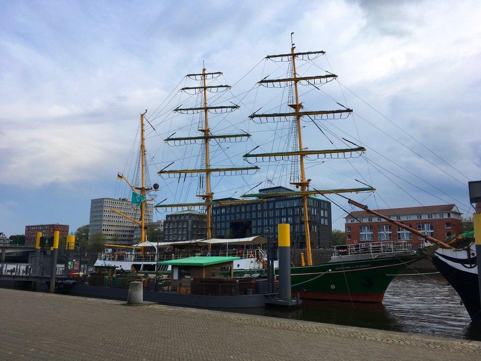 Das Schiff die Alexander von Humboldt liegt an der Schlachte