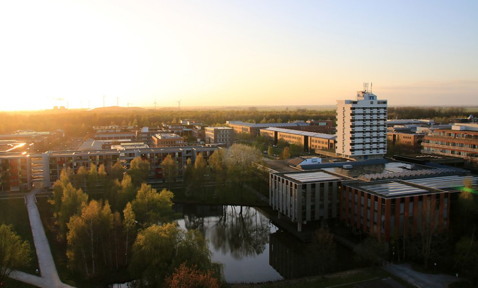 Blick vom Mehrzweckhochhaus der Uni Bremen bei Sonnenuntergang