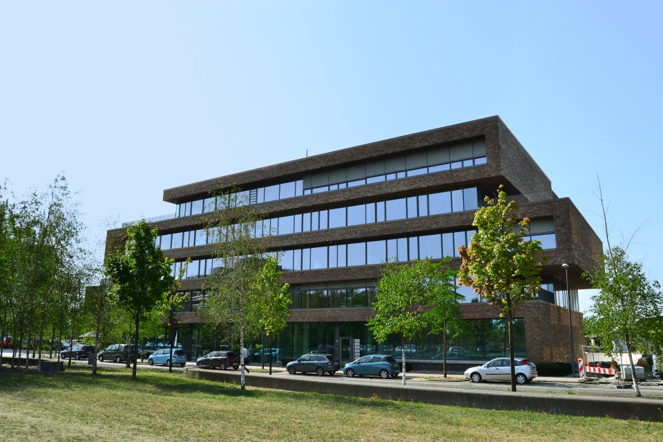 Die vordere Ansicht des Bürogebäudes Reeperbahn
