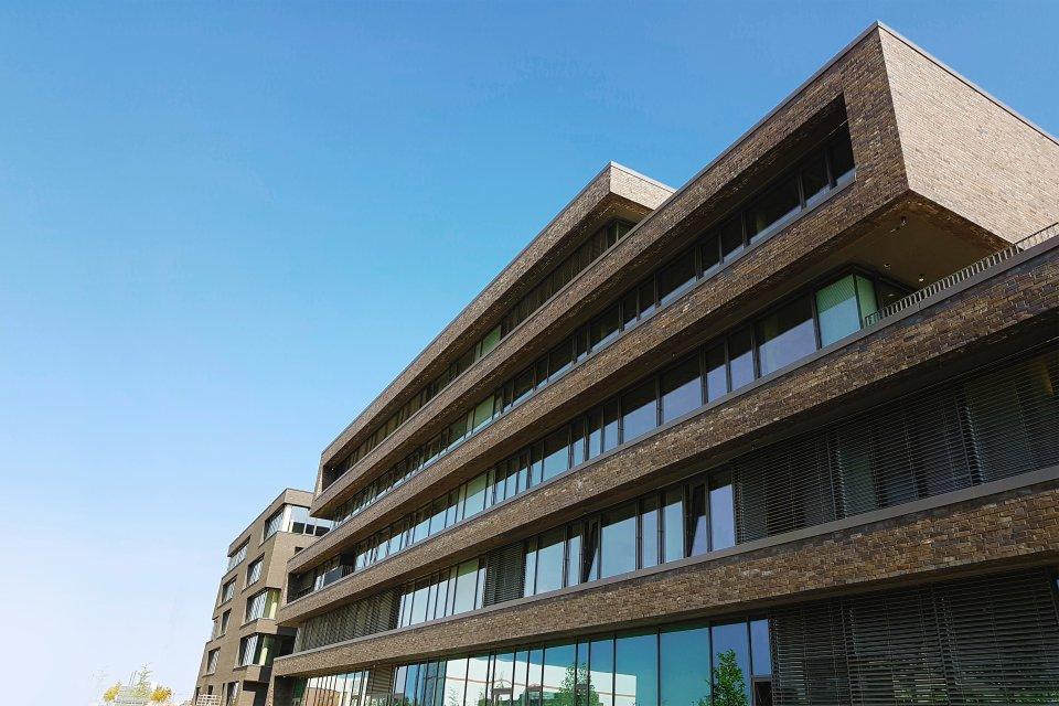 Die hintere Ansicht des Bürogebäudes Reeperbahn