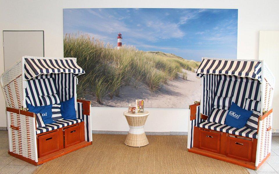 Blick auf zwei Strandkörbe in den Büroräumen der KiKxxl GmbH