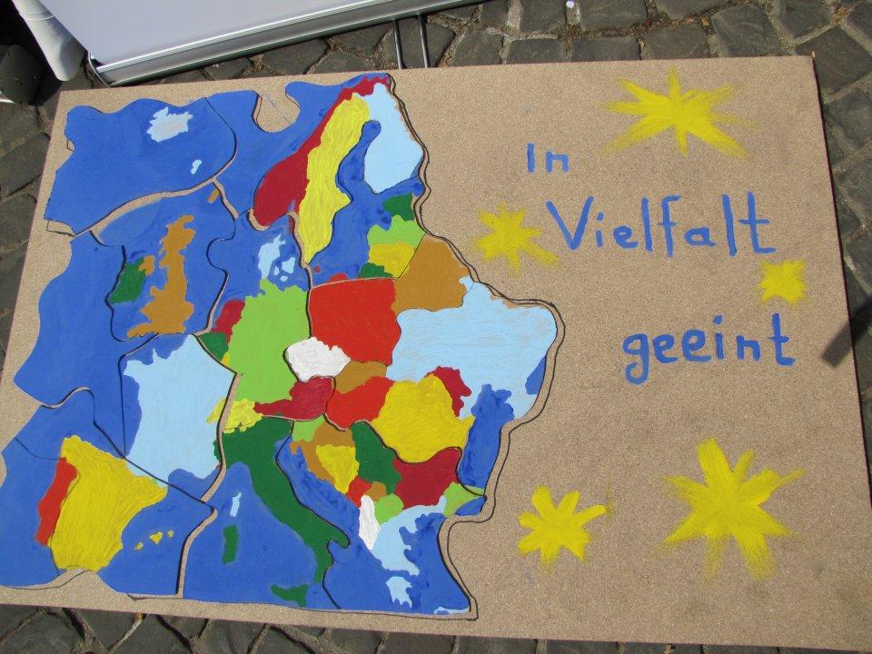 Ein buntes Plakat zeigt Vielfalt