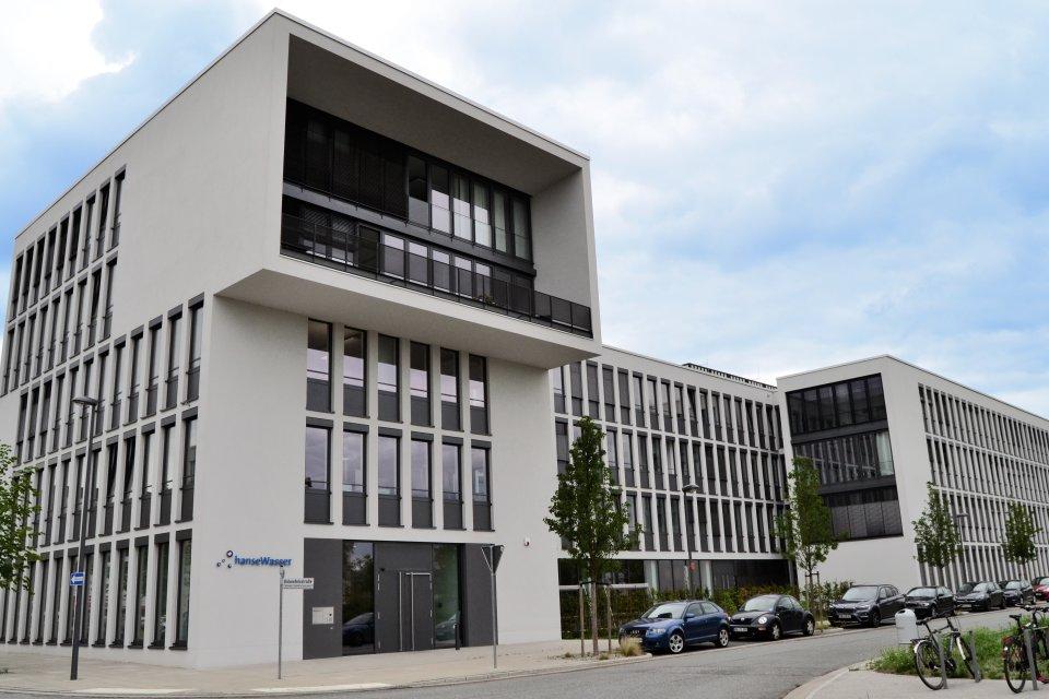 Die vordere Ansicht des hanseWasser-Gebäudes