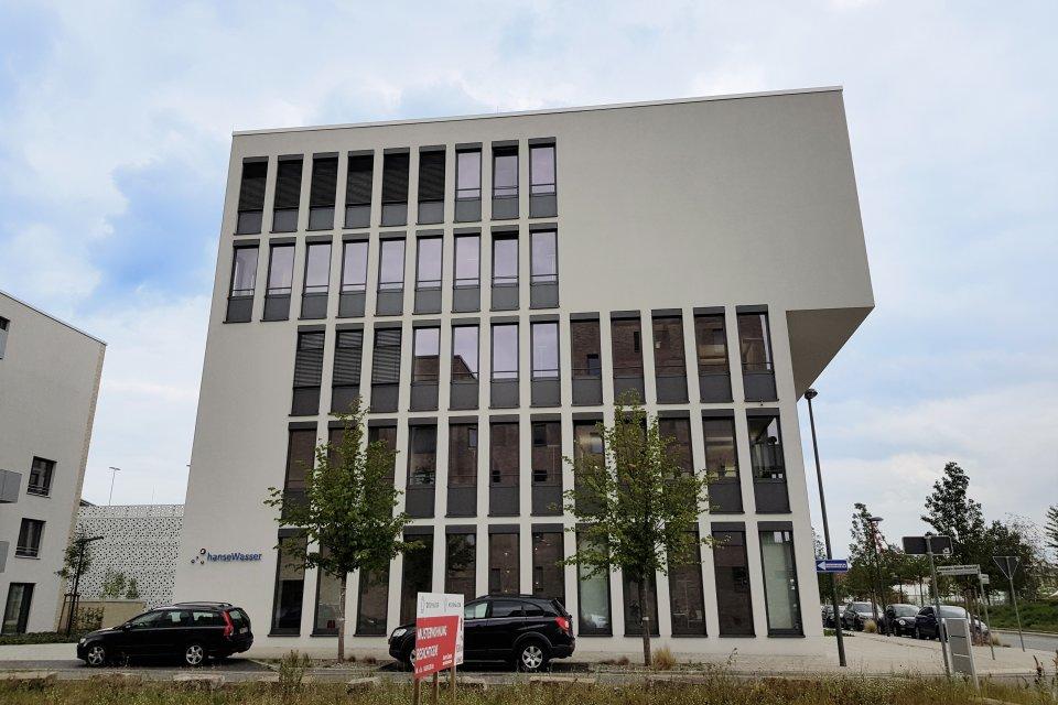 Die seitliche Ansicht des hanseWasser-Gebäudes