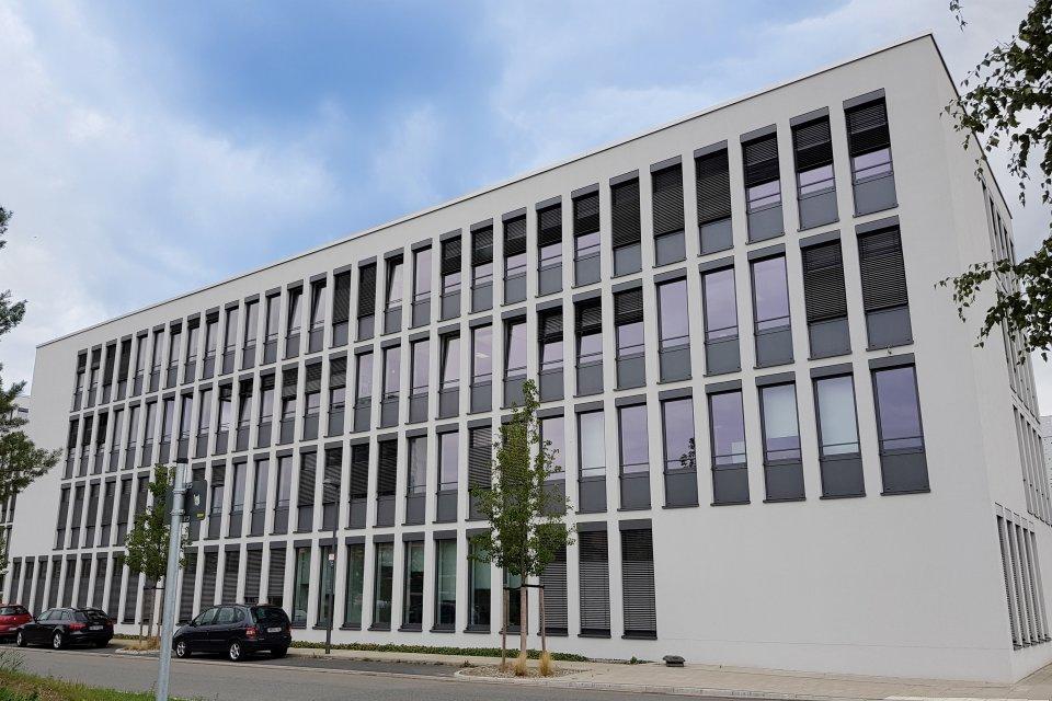 Die Ansicht der Fenster des hanseWasser-Gebäudes