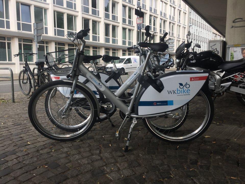 Das WK-Bike steht auf dem Bild unter der Hochstraße in Bremen.