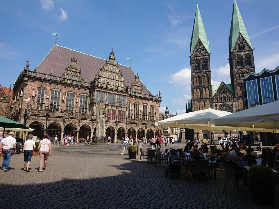 Blick auf den Bremer Marktplatz mit Rathaus, St. Petri Dom und Bürgerschaft (Foto: Melanie Schaumburg)