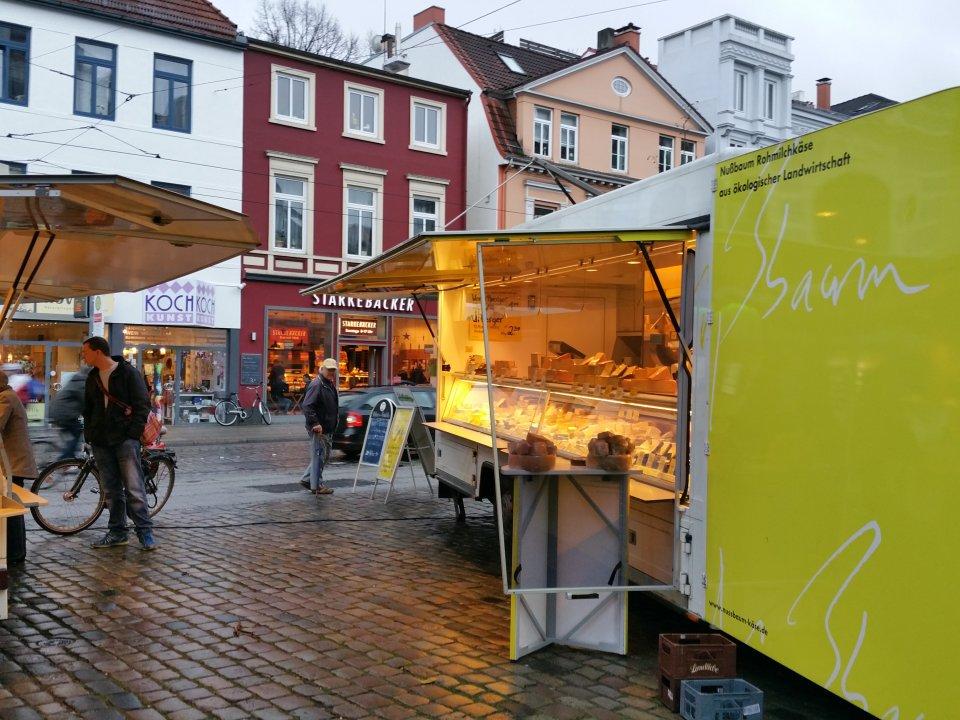Wochenmarktstand Nußbaum Käse