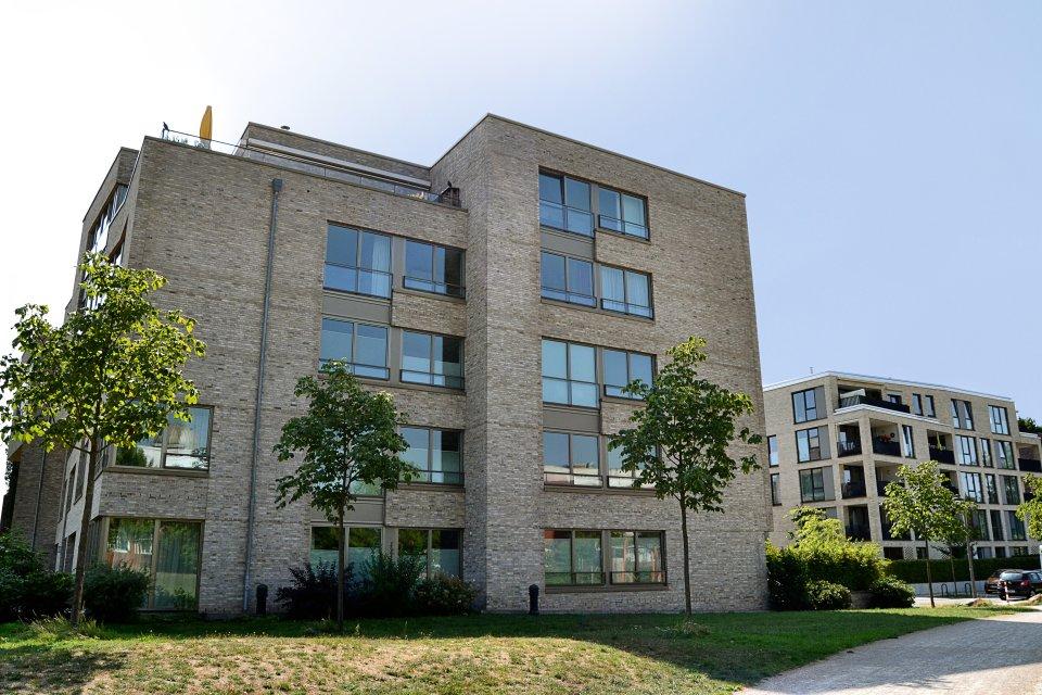Die seitliche Ansicht der Riversidegebäude