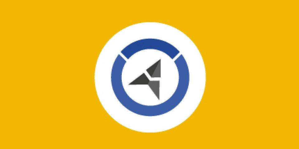 Das Logo des Seniorenlotsen ist ein schwarzgrauer Pfeil umrandet von einem blauen Kreis. Beides wiederum auf einem weißen Kreis