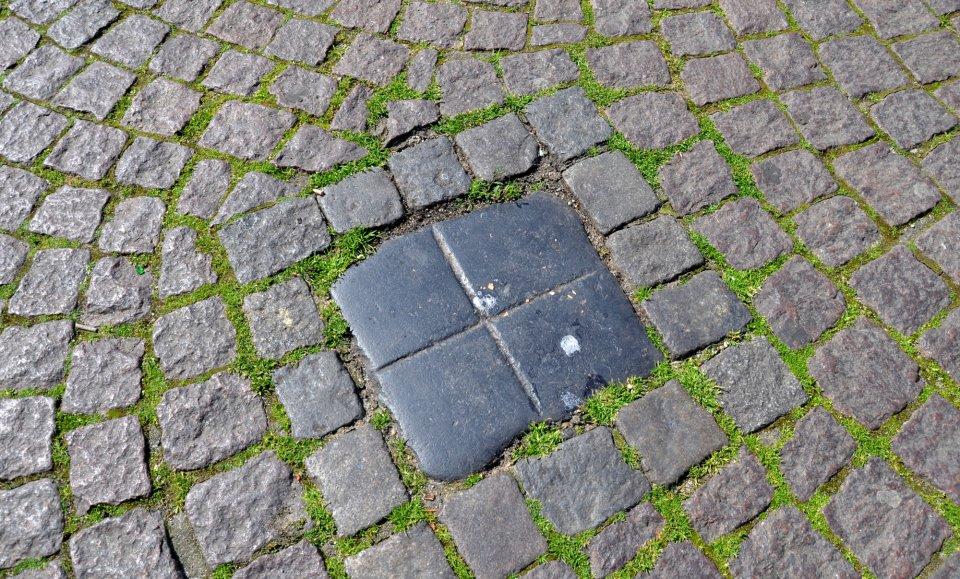 Spuckstein im Boden
