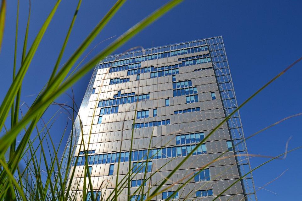 """Das Hochhaus """"Weser Tower"""" in der Überseestadt"""
