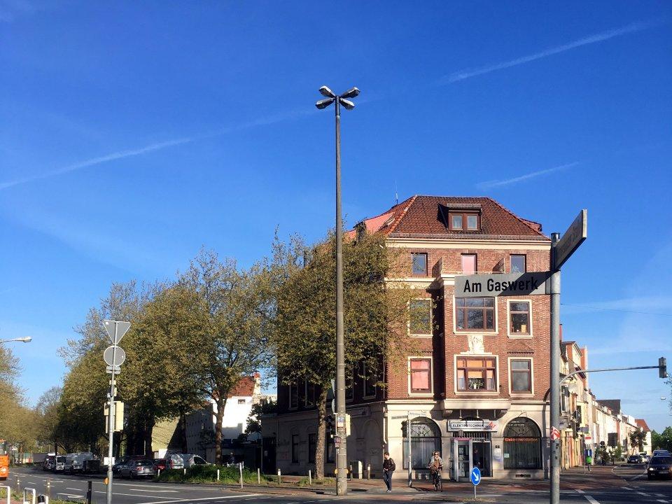 Ein Haus an einer Straßenkreuzung in Woltmershausen