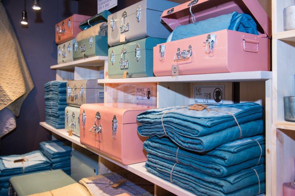 Pastellfarbene Koffer zum Verreisen und Verstauen.