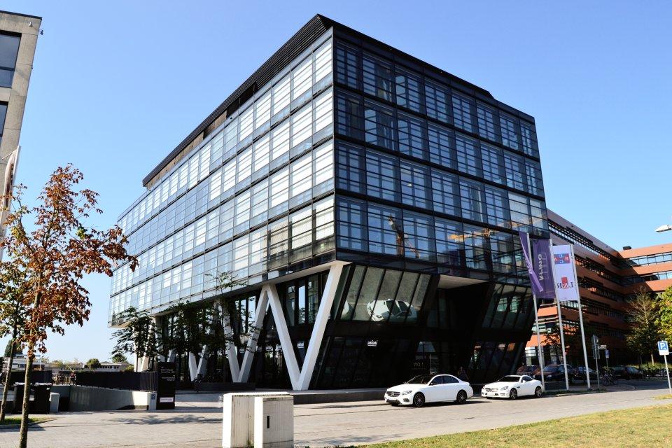 Das WQ1-Bürogebäude von vorne