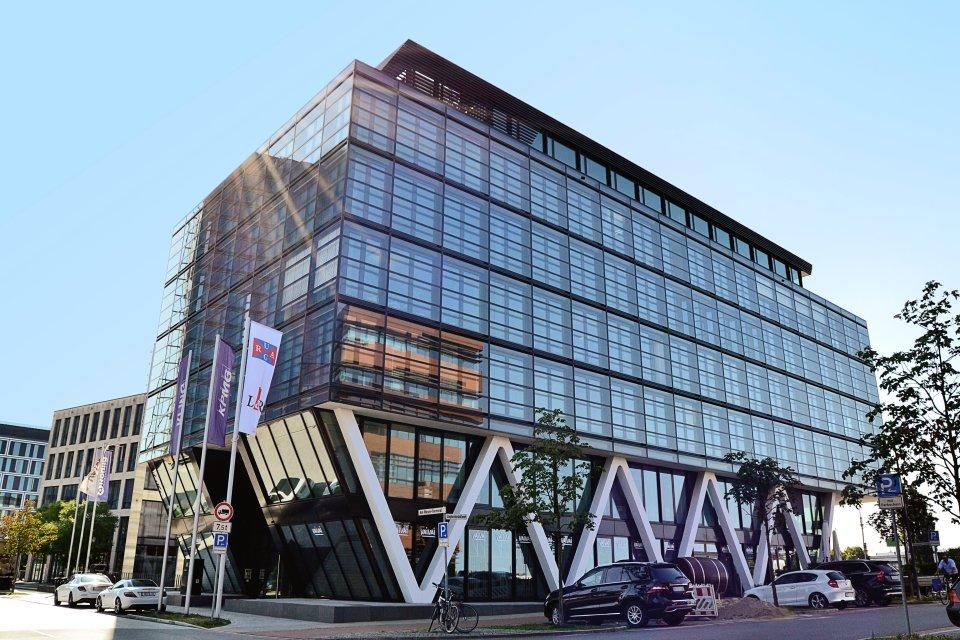 Das WQ1-Bürogebäude von der Seite